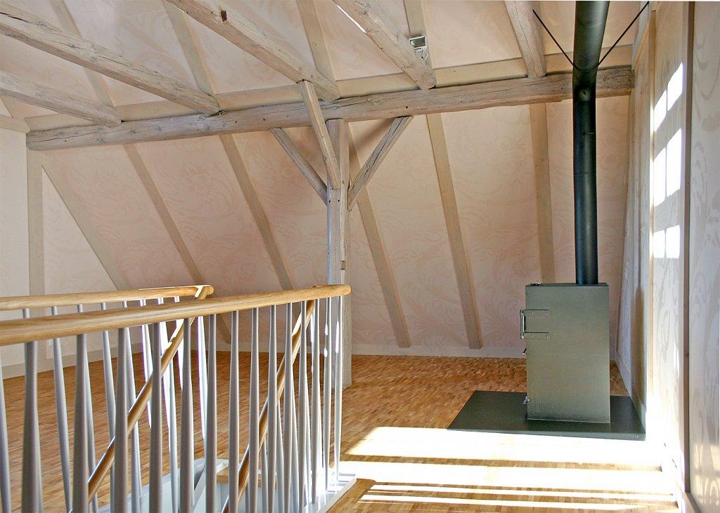 Dachraum mit Ofen